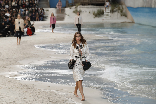 chanel-a-la-plage:-tweed-en-la-playa